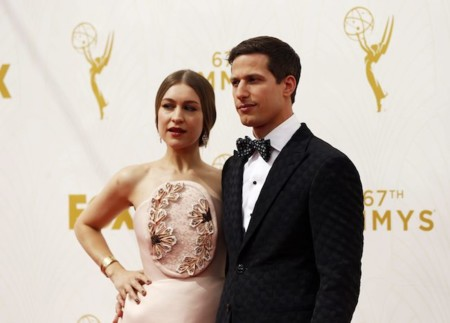 Y Delpozo pisó la alfombra roja de los premios Emmys 2015 de la mano de Joanna Newsom