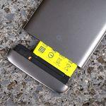 """Las baterías extraíbles regresarán para """"hacer más fácil la reparación de los smartphones"""", así lo quiere la Unión Europea"""
