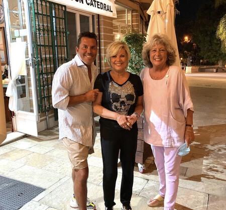 Terelu Campos junto a sus amigos en Málaga