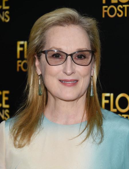 Meryl Streep sabe seguir sorprendiéndonos con elegancia y sin necesidad de transparencias, aprende Kim Kardashian