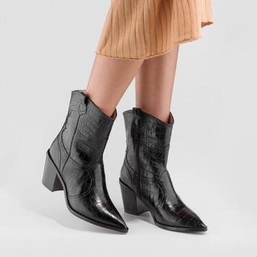 Botines negros para combinar con vestido y pantalón: 17 modelos para lucir siempre