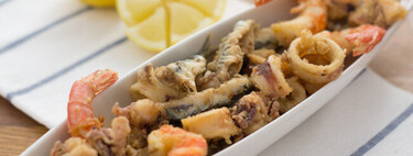 "Cómo hacer ""pescaíto"" frito o fritura de pescado a la andaluza: la receta tradicional que no sabe de modas"