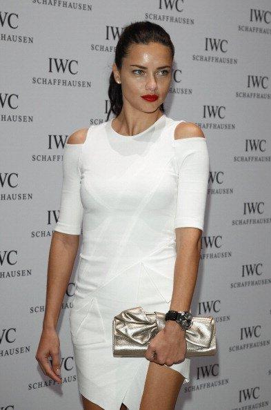 Adriana Lima: sexy y natural, analizamos sus dos looks en la fiesta IWC