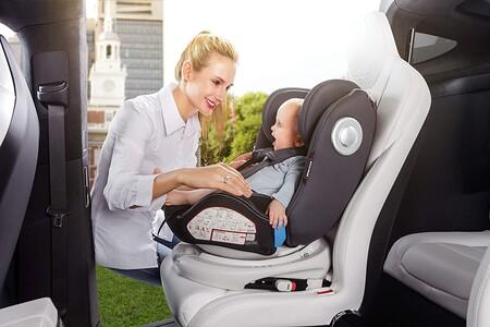 La silla de coche para bebé más vendida en Amazon es esta Babify que permite ir a contramarcha y está rebajada hoy