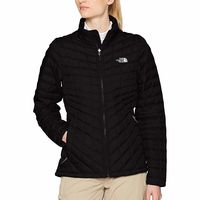 La chaqueta The North Face W Thermoball Z-In para mujer en color negro está en las tallas S y M por 65,41 euros en Amazon
