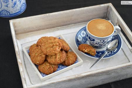 Galletas de espelta, avena y cacahuetes: receta fácil para alegrar el café de sobremesa