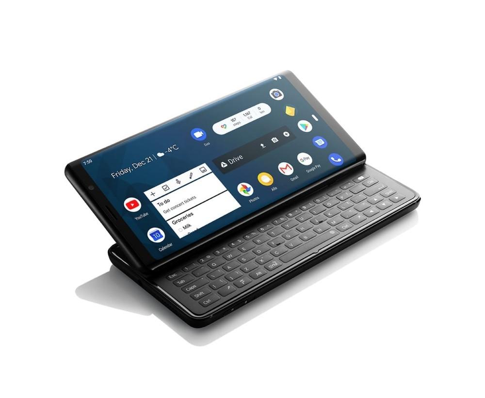 F(x)tec Pro 1, el MWC nos regaló un flashback al pasado con un móvil con teclado QWERTY deslizable para recordar al Nokia E7