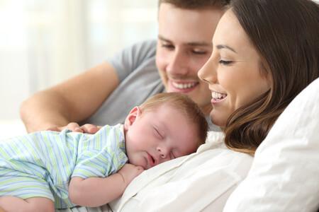 Los permisos de maternidad y paternidad podrían ser de seis meses a partir de 2022 y se acumularán si es una familia monoparental