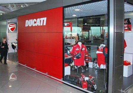 Si tienes que esperar en el aeropuerto de Roma, vete a la tienda Ducati