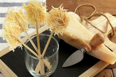 Receta de piruletas de queso parmesano