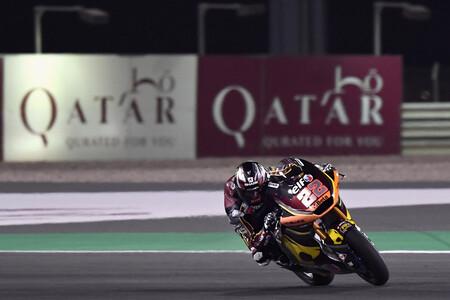 Sam Lowes marca terreno desde el principio y Rául Fernández impresiona en su debut con la Moto2