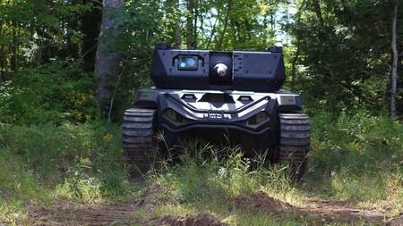 El primer robot tanque podría ser este Ripsaw M5, y además le da soporte un dron