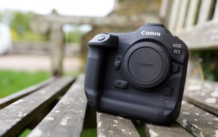 """Este periodista ha podido tener un """"encuentro"""" con la nueva Canon EOS R3: así es vista de cerca"""