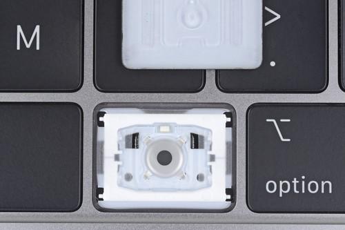 Las teclas de los nuevos MacBook Pro tienen una membrana de silicona, no sólo para amortiguar el sonido