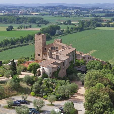 En vacaciones siéntete como un rey alojándote en un castillo como el Hotel Castell D'Empordà
