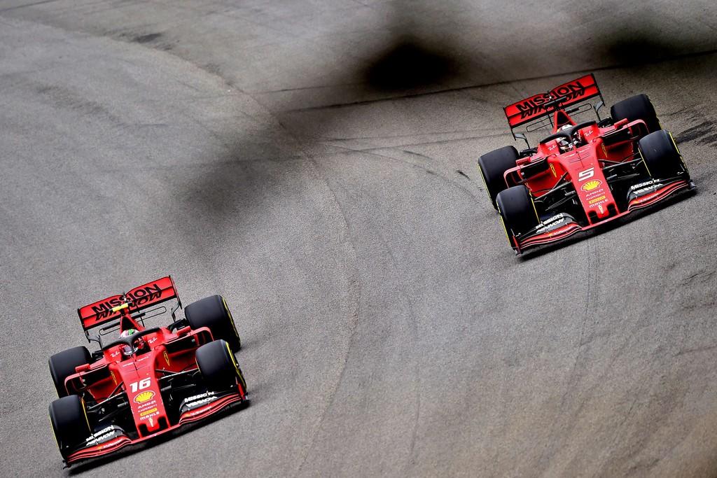 Drama y tensión en Ferrari: Charles Leclerc y Sebastian Vettel chocaron entre sí en Brasil