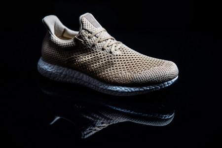 Adidas desarrolla un par de zapatillas completamente biodegradables con seda sintética