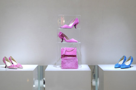 El arte en zapatos y clutch los vemos en la colección Otoño-Invierno 2013/2014