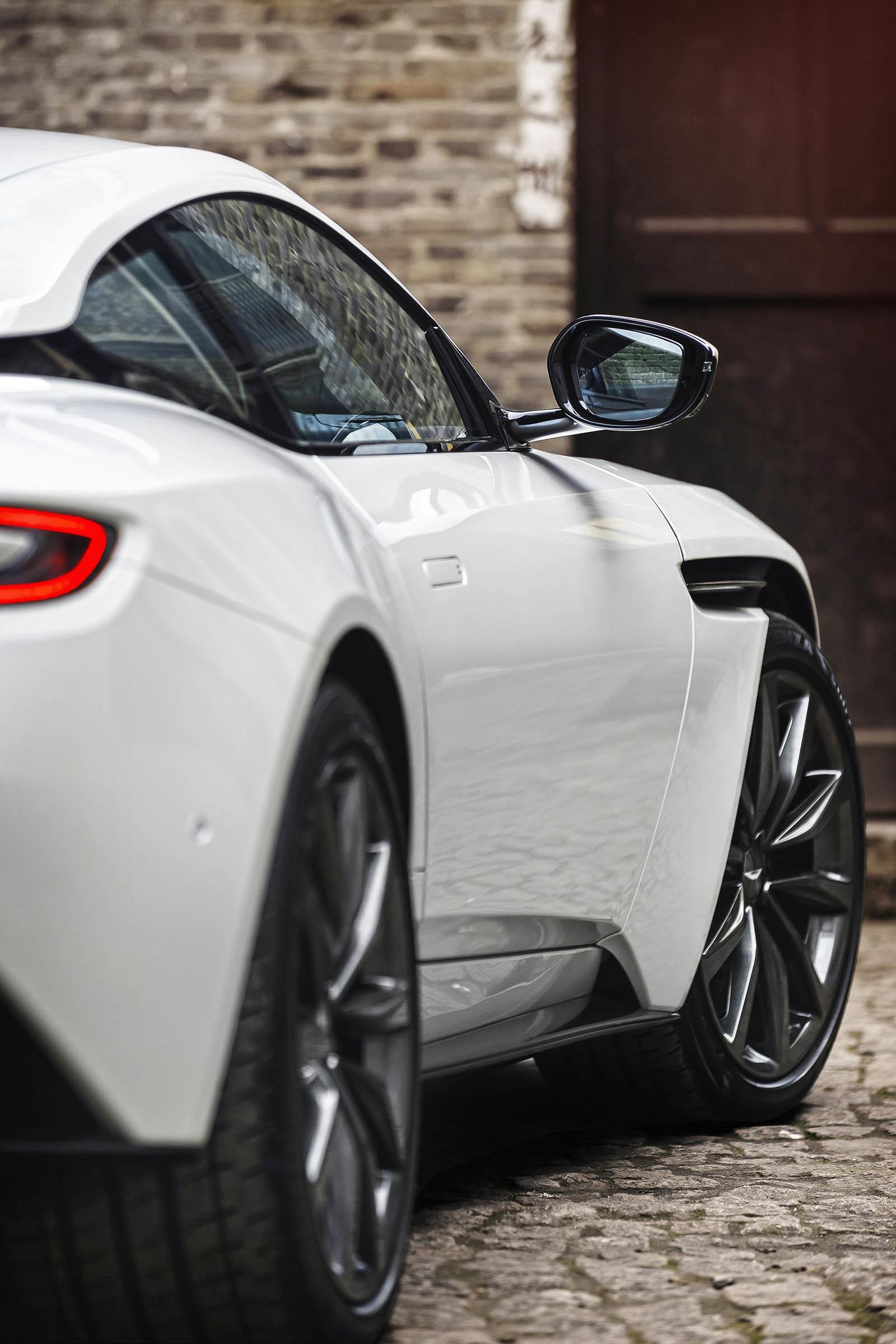 Foto de Aston Martin DB11 V8 (19/21)