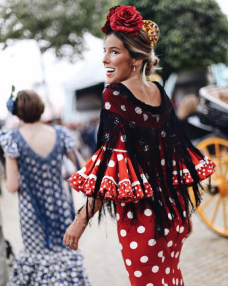 b3aa65111 Las influencer más conocidas se pasean por la Feria de Abril de Sevilla