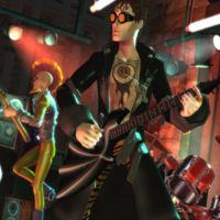 Sí, algunos empleados de Harmonix han escrito reseñas positivas de Rock Band 4 en Amazon