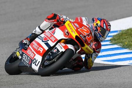 Fabio Di Giannantonio arrasa en Jerez y Raúl Fernández pierde el podio y el liderato en la penúltima vuelta