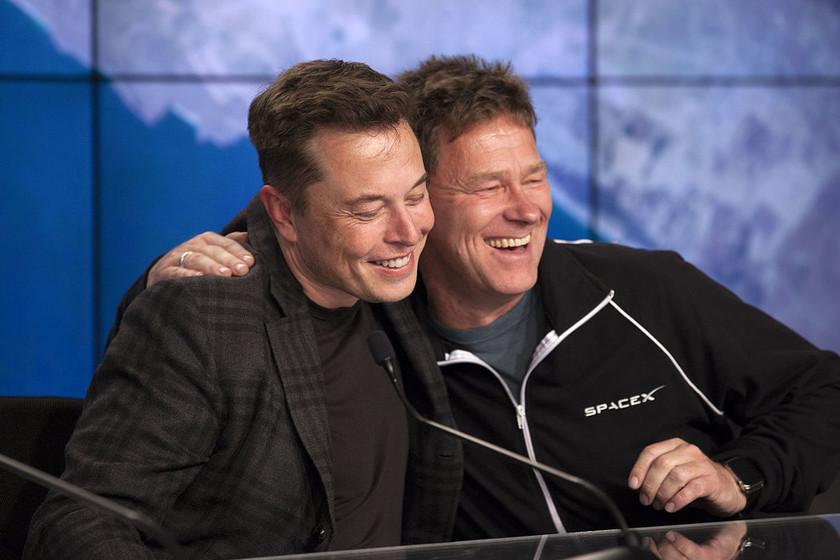 Elon Musk afirma que SpaceX tiene la capacidad para llegar a la Luna en dos años y poner humanos en cuatro años