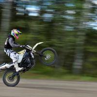 ¡Demencia offroad! Esta moto de cross de casi 170 CV un día fue una Suzuki GSX-R1000, y está en venta