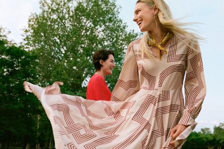 La combinación de rojo y camel convierte lo nuevo de H&M en irresistible