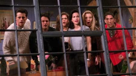 Casi 24 años después Friends sigue siendo la serie del momento (Zara, Primark y otras firmas de moda low-cost nos lo demuestran)
