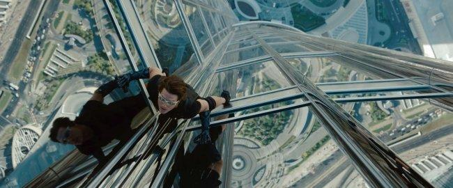 Tom Cruise escalando en 'Misión Imposible - Protocolo Fantasma'