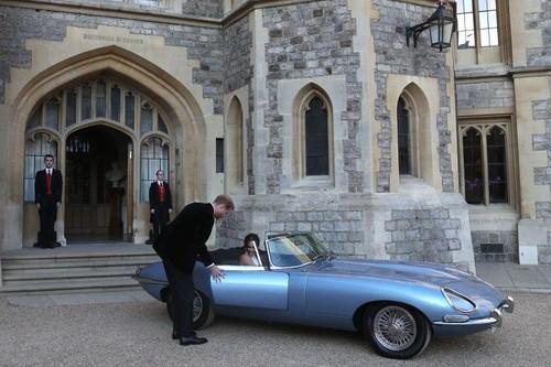 Meghan Markle y el príncipe Harry sucumben a los encantos de un Jaguar E-Type totalmente eléctrico