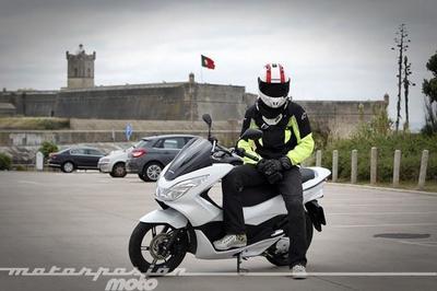 Honda PCX125 prueba (conducción en ciudad y carretera)