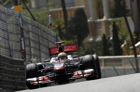 La agencia que representa a Lewis Hamilton niega los contactos con Red Bull