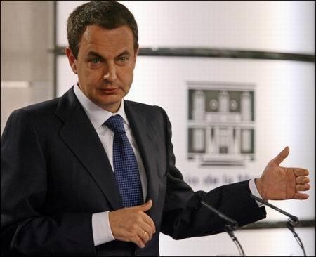 Zapatero o cómo no tener estilo llevando un traje