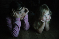 Los niños dedican más horas al ordenador y a la tele que a jugar