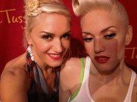 """Gwen Stefani encantada de la vida con su """"yo"""" de cera"""