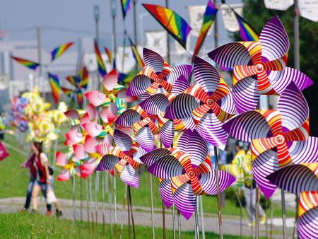 Vamos a hacer unos divertidos y coloristas molinillos de viento