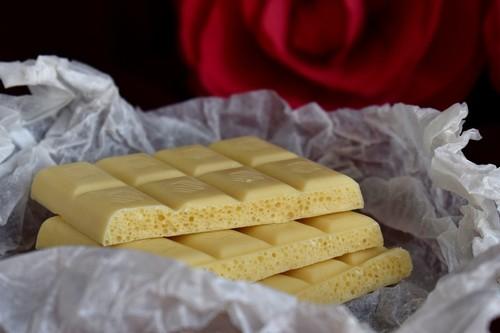 El chocolate blanco, ¿realmente es chocolate? Analizamos los ingredientes de una tableta
