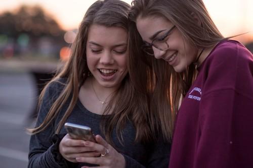 Sexting adolescente: del tabú a la frivolización