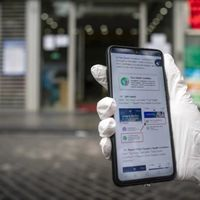Las apps móviles que ayudaron a controlar la pandemia en China van más allá y apuntan a un futuro muy 'Black Mirror'