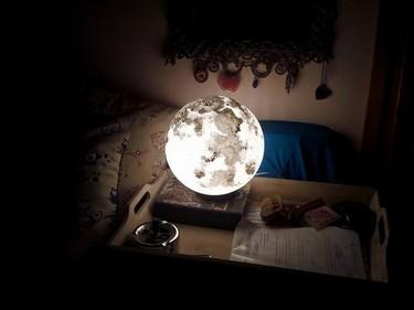 Con esta delicada luna podrás convertir cualquier habitación en un precioso paisaje nocturno