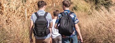 Listas para la aventura: la mochila ideal para llevar a la playa o la montaña la encuentras en las rebajas de Decathlon