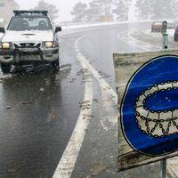 Mientras establece protocolos, la DGT estudia regular el equipamiento de los vehículos en lugares de nevadas frecuentes