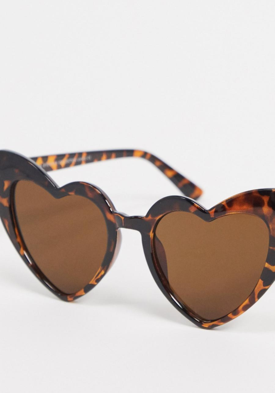 Gafas de sol con montura de carey en forma de corazón de SVNX