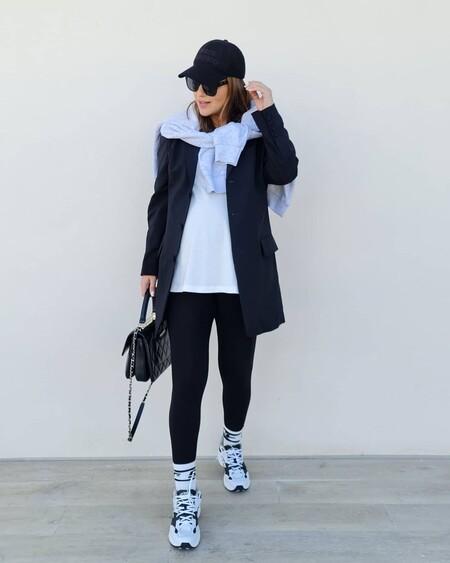 Paula Echevarría luce las deportivas 608 de New Balance que todas quieren y las combina con leggings y calcetines por encima