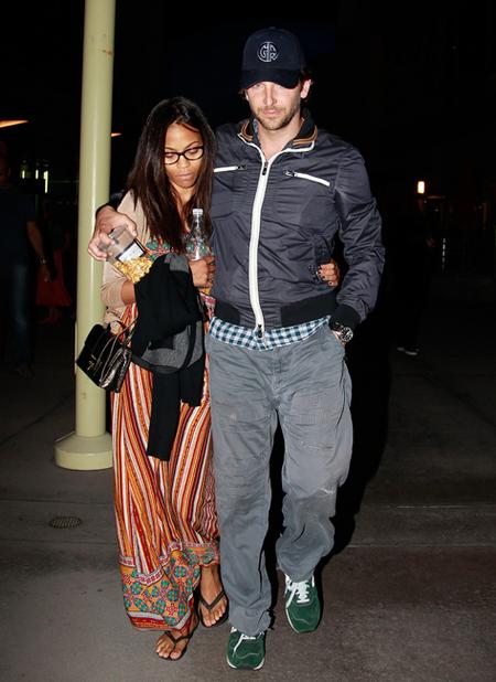 Bradley Cooper y Zoe Saldaña ya no se esconden... <em>love is in the air</em>