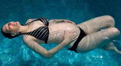 Aqua-aerobics para disminuir el dolor en el parto