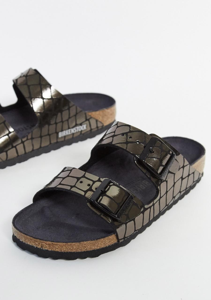 Sandalias en negro de efecto cocodrilo arizona de Birkenstock
