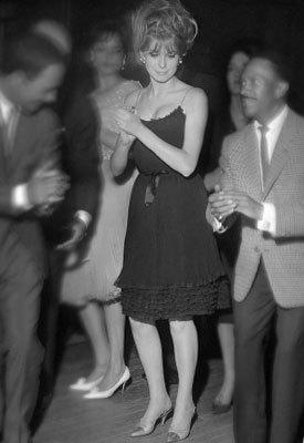 Foto de Zapatos bicolor de Chanel: ayer y hoy (10/11)